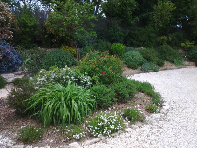Parterre gravier free superb amenagement jardin avec gravier jardin sur gravier conseils - Deco jardin avec gravier blanc nice ...